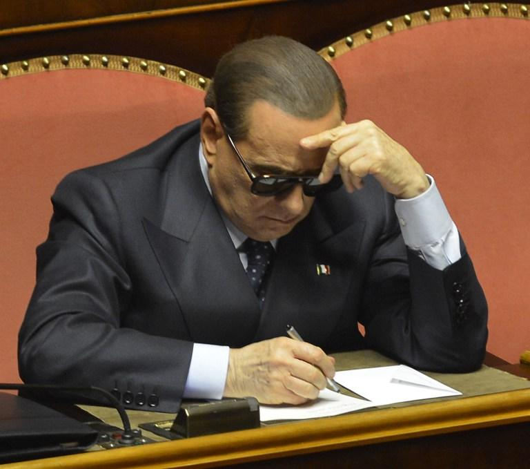 Сильвио Берлускони пообещал свергнуть правительство, если его заставят уйти из политики