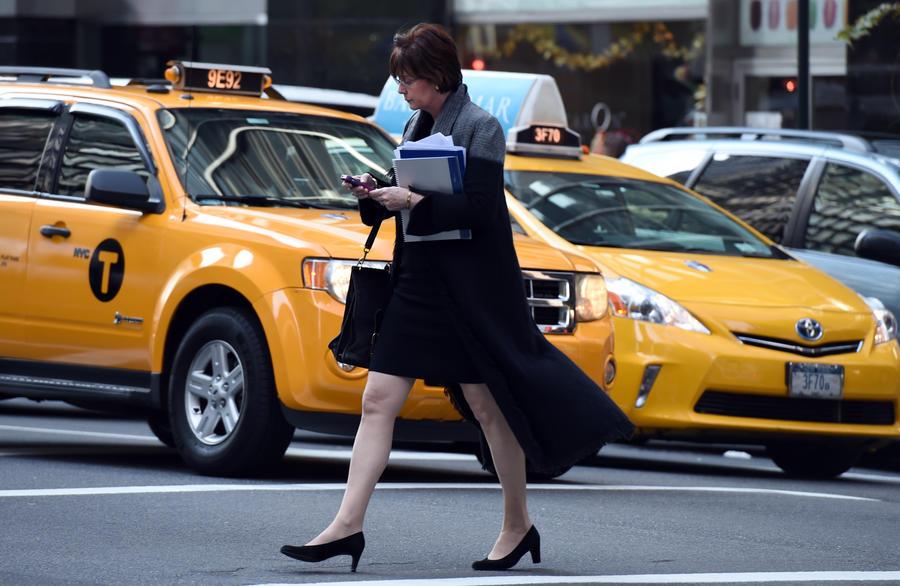 Исследование: Зависимость от смартфона грозит серьёзными проблемами с позвоночником