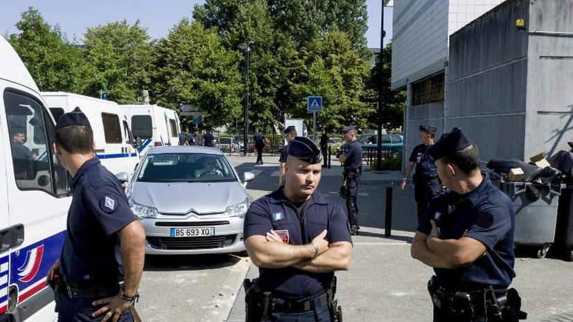 Толпа мусульман устроила беспорядки в пригороде Парижа