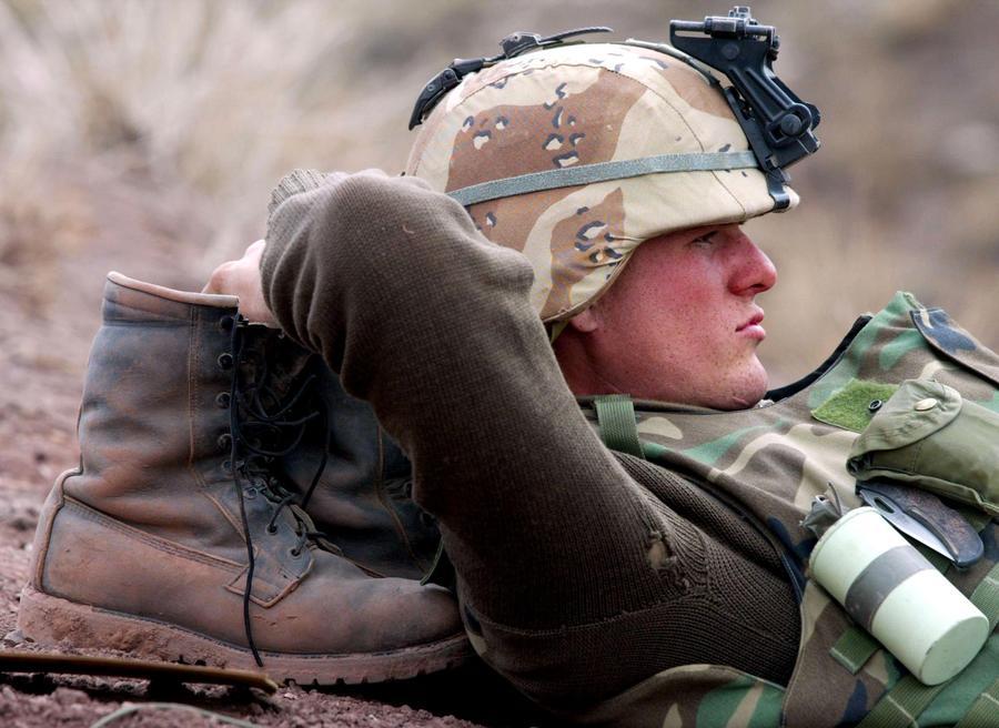 Как опускают в армии видео секс в армии
