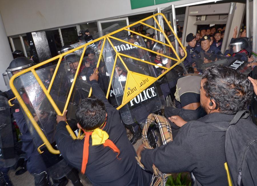 Во время столкновений в Бангкоке пострадали более 50 человек