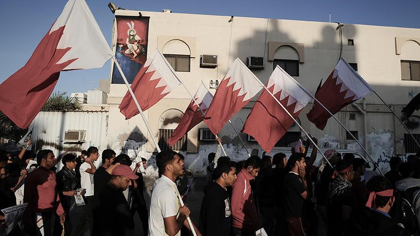 Бахрейнские демонстранты закидали полицейских камнями и гранатами