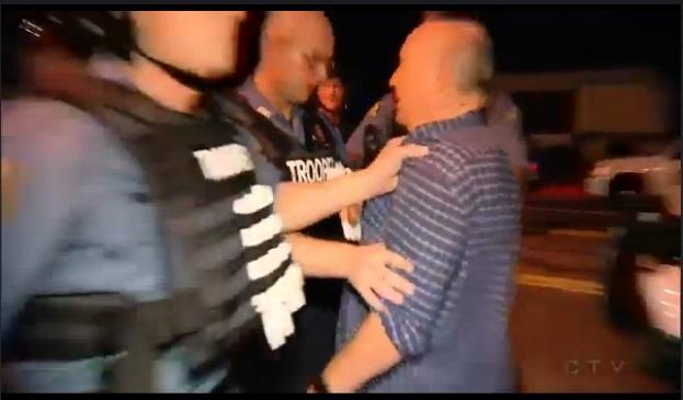 Журналист, арестованный в Фергюсоне: Я только задал вопрос!