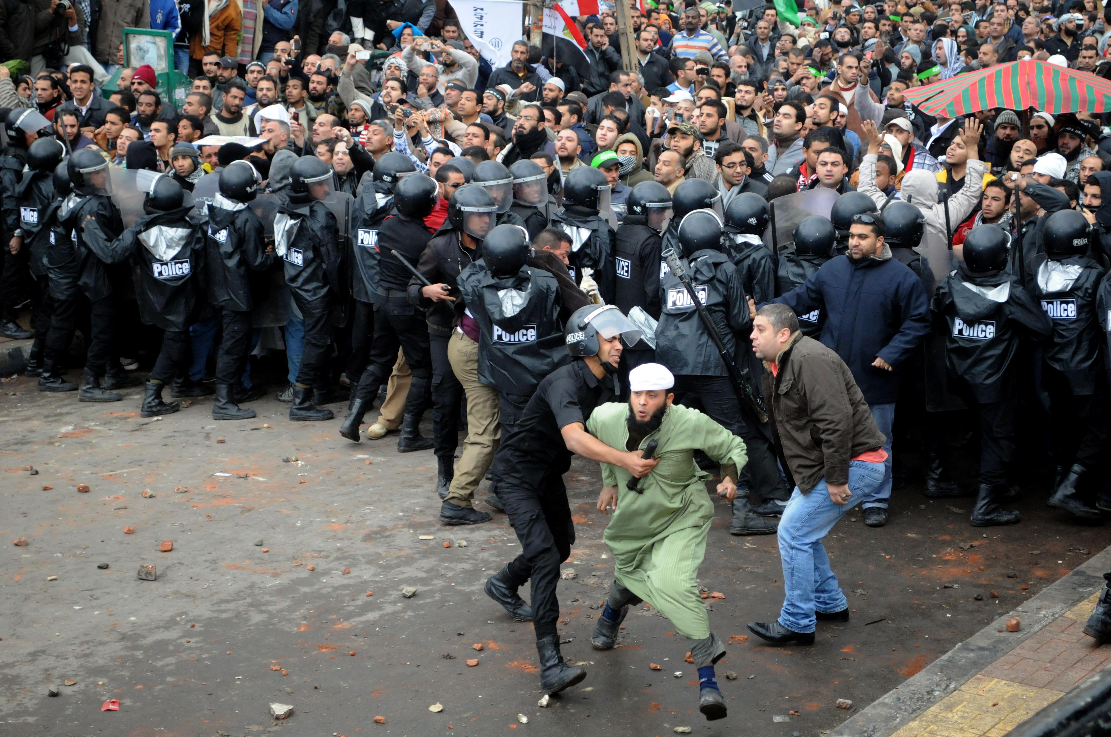 Египетская оппозиция устроила акцию протеста накануне второго этапа референдума