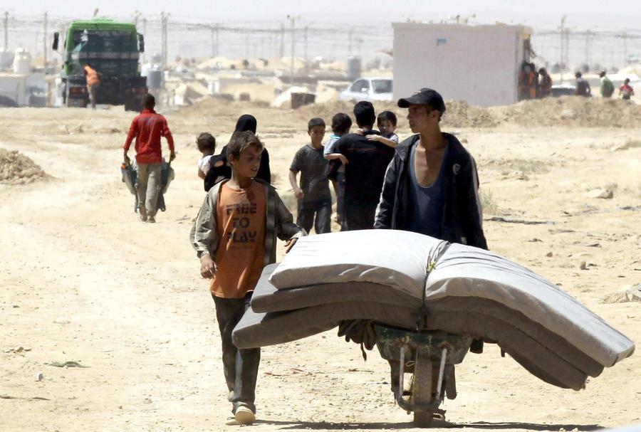 Семнадцать стран объявили о готовности принять около 10 тысяч сирийских беженцев