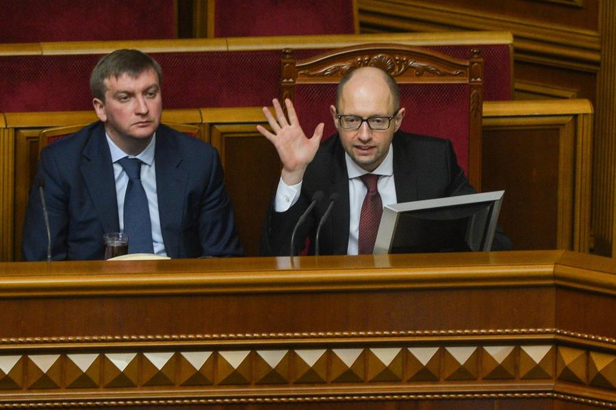 Эксперт: Средства МВФ, выделенные Украине, потрачены на взятки и подкуп избирателей