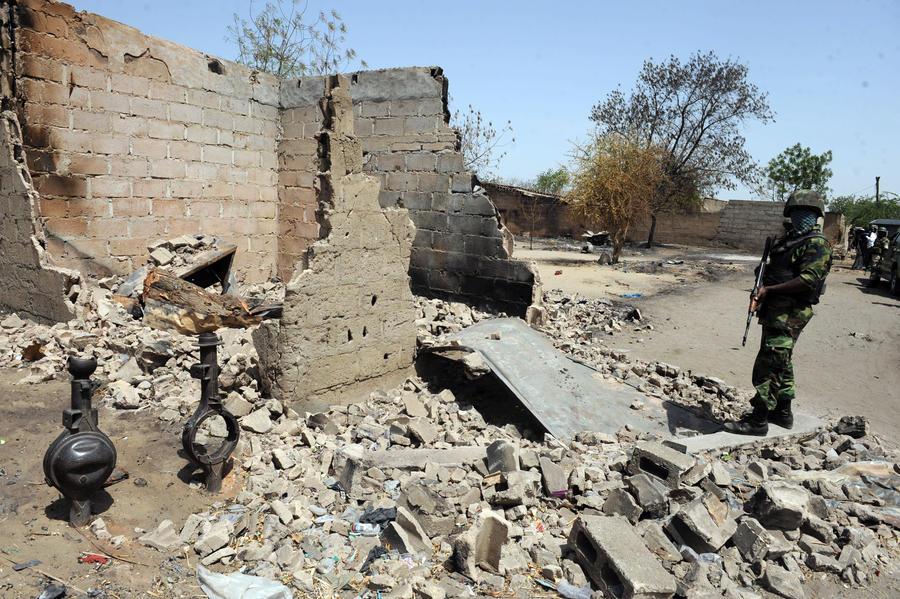 Нигерия закрывает школы из-за теракта, унесшего накануне жизни десятков школьников