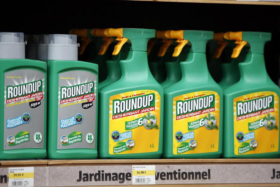 Американский ГМО-гигант требует исключить вызывающий рак гербицид из списка опасных веществ