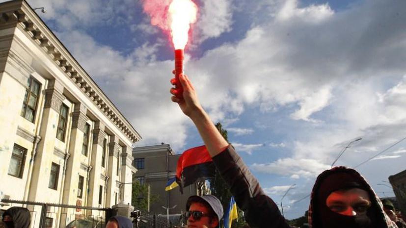 Эксперты: Действия радикалов у посольства РФ в Киеве – подготовленная акция, санкционированная властями