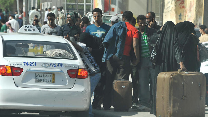 Два человека погибли в столкновениях нелегальных рабочих с полицией в столице Саудовской Аравии, более 500 задержаны