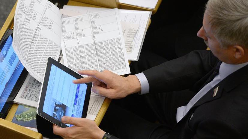 СМИ: Правительство введёт штрафы за раскрытие чиновниками внутренней информации в соцсетях
