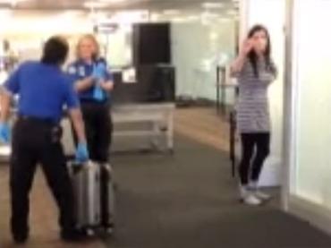 Журналистку в США подвергли унизительному досмотру в аэропорту