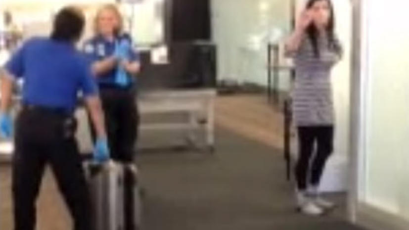 Девушки в аэропорте фото