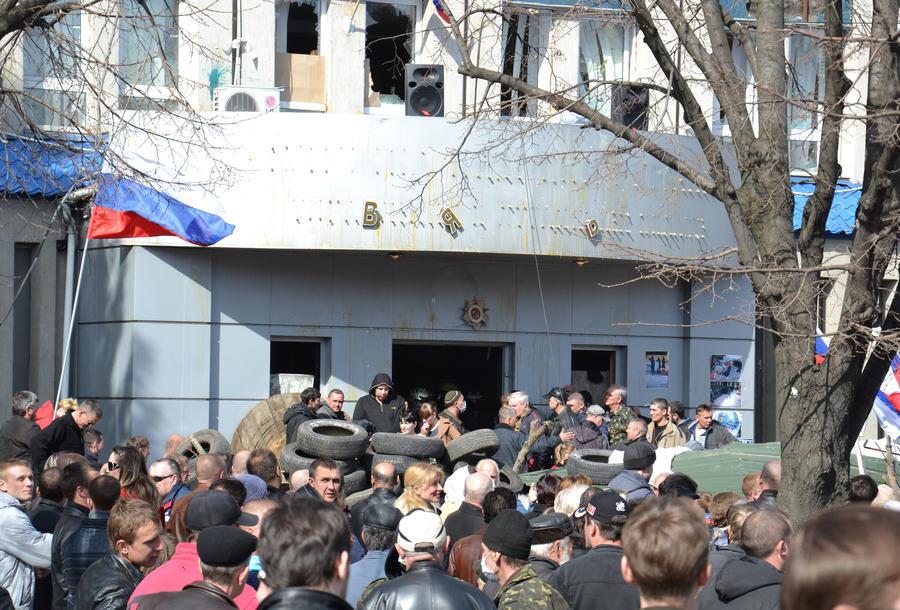 В Луганске предлагают провести референдум о статусе русского языка и федерализации Украины