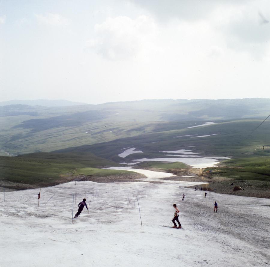Американские СМИ: На макете кавказского курорта туристы занимаются любовью в опасной близости от йети