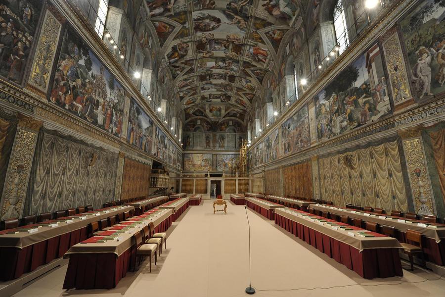 Кардиналы приносят клятву перед конклавом по избранию Папы Римского