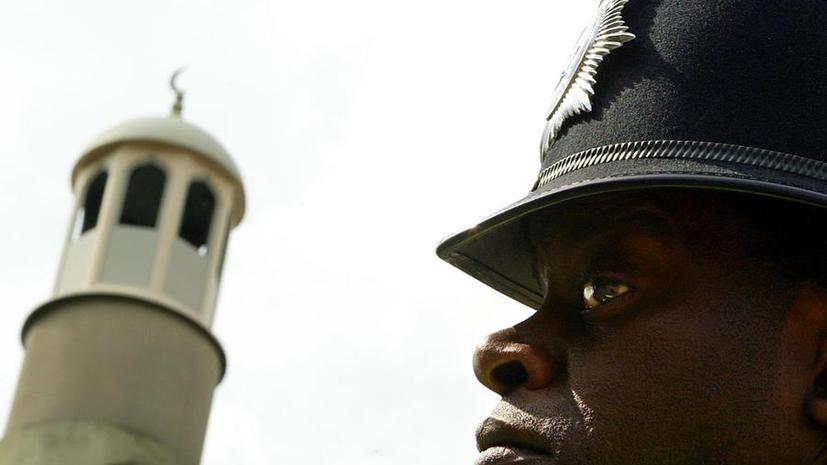 В британских мечетях укрепляют стены и устанавливают сигнализации