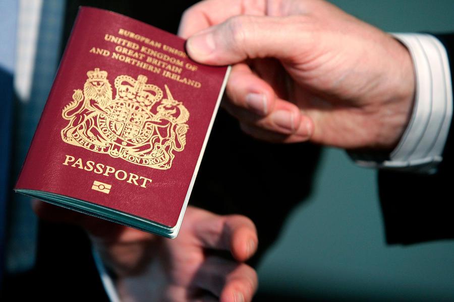 Оппозиция требует отчёта Дэвида Кэмерона о шагах по компенсации отменённых отпусков тысяч британцев