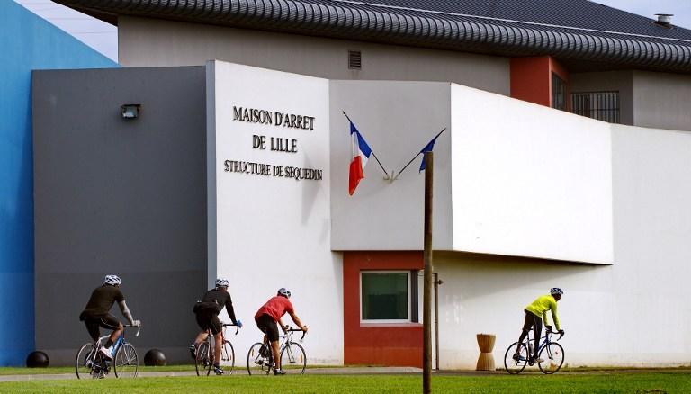 Французский гангстер сбежал из тюрьмы, используя взрывчатку и захватив заложников