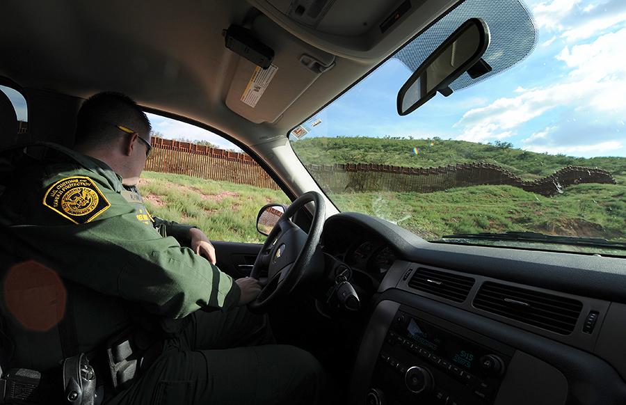 Агенты миграционной службы оккупировали города на юге США