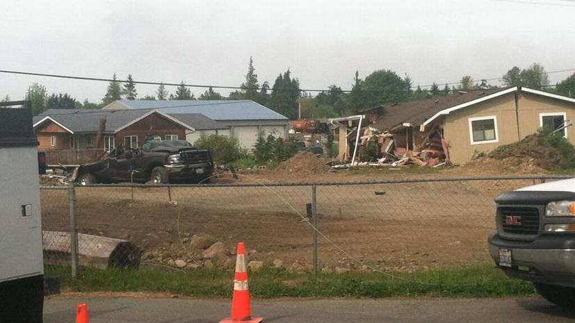Американец поругался с соседями и снёс их дома бульдозером