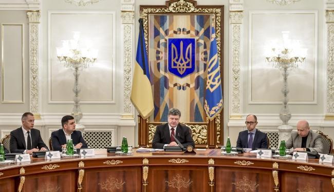 Украинский политолог: Киев вводит санкции против России, чтобы продолжать просить у Запада деньги