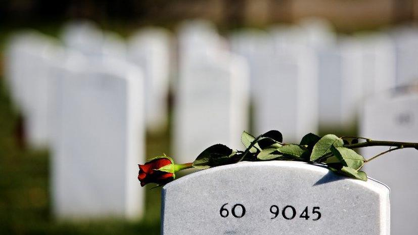Facebook помог собрать 200 незнакомых людей на похороны морского пехотинца
