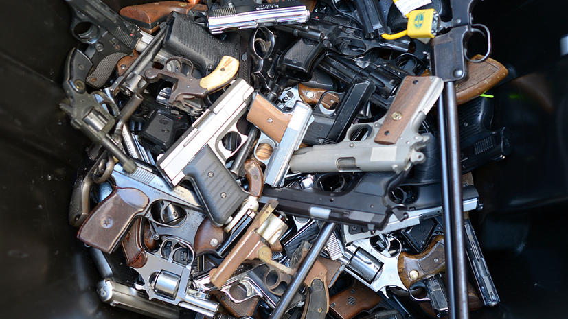 Американцы все чаще берут с собой пистолет на борт самолета