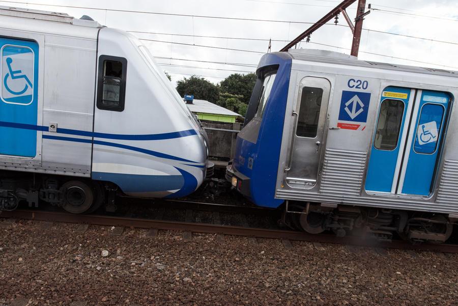 При столкновении двух пригородных поездов в Бразилии пострадали более 90 человек