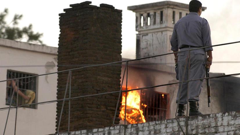 13 аргентинских заключённых сбежали через лаз размером 40Х22 см