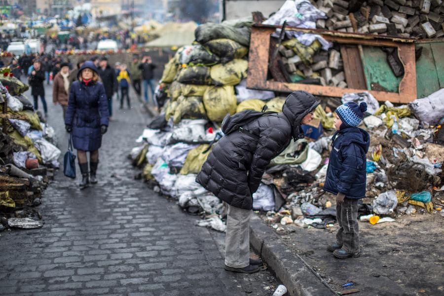 Власти Киева сегодня начнут разбор баррикад в центре города