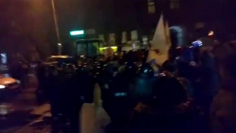 В Киеве милиция разогнала акцию «Финансового майдана» с помощью дубинок и бульдозера