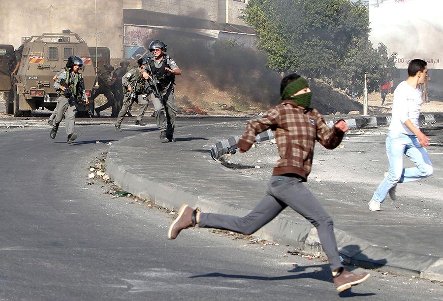 Правозащитники: Израиль разгоняет демонстрации палестинцев при помощи смертоносного оружия