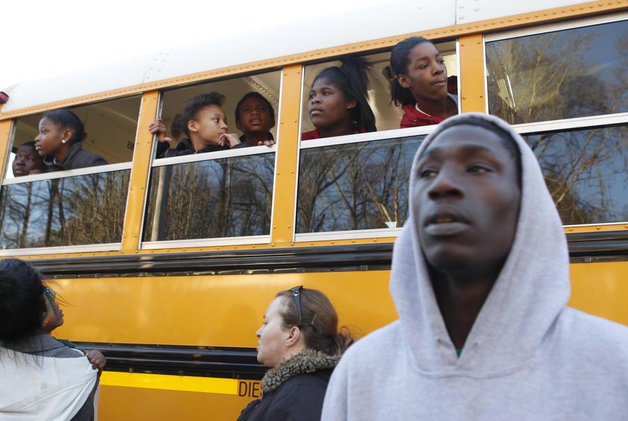 В США водитель пинком вышвырнула девочку-аутиста из автобуса