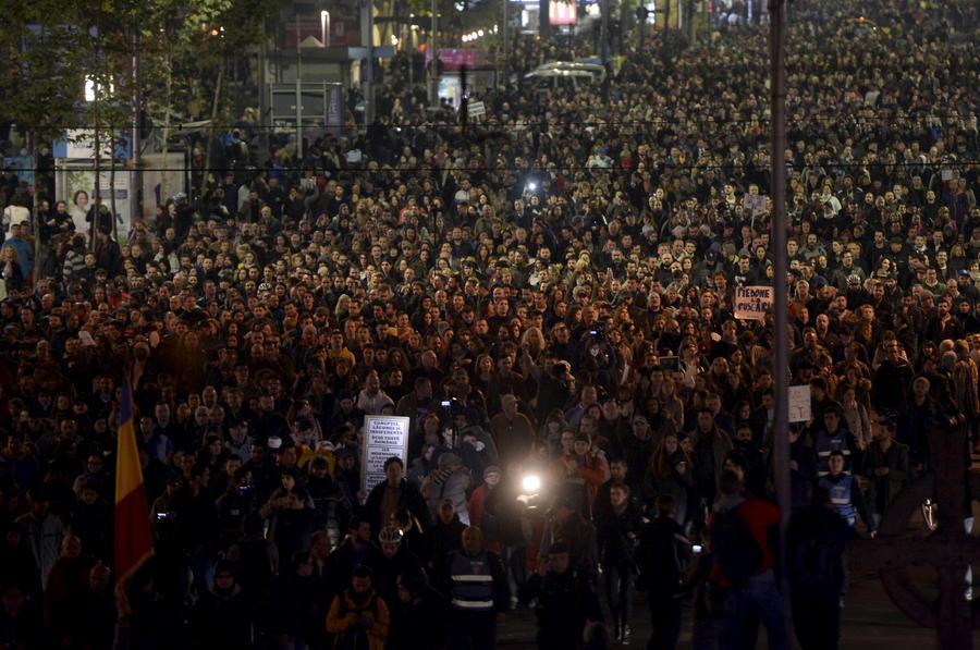 Тысячи людей вышли на антиправительственную акцию протеста в Бухаресте