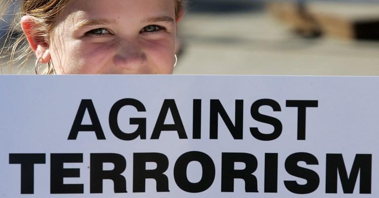 Британские подростки борются с терроризмом на театральной сцене