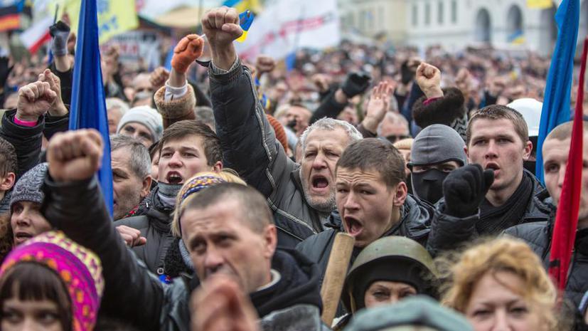 Недалеко от здания Верховной рады в центре Киева произошли столкновения протестующих с силовиками