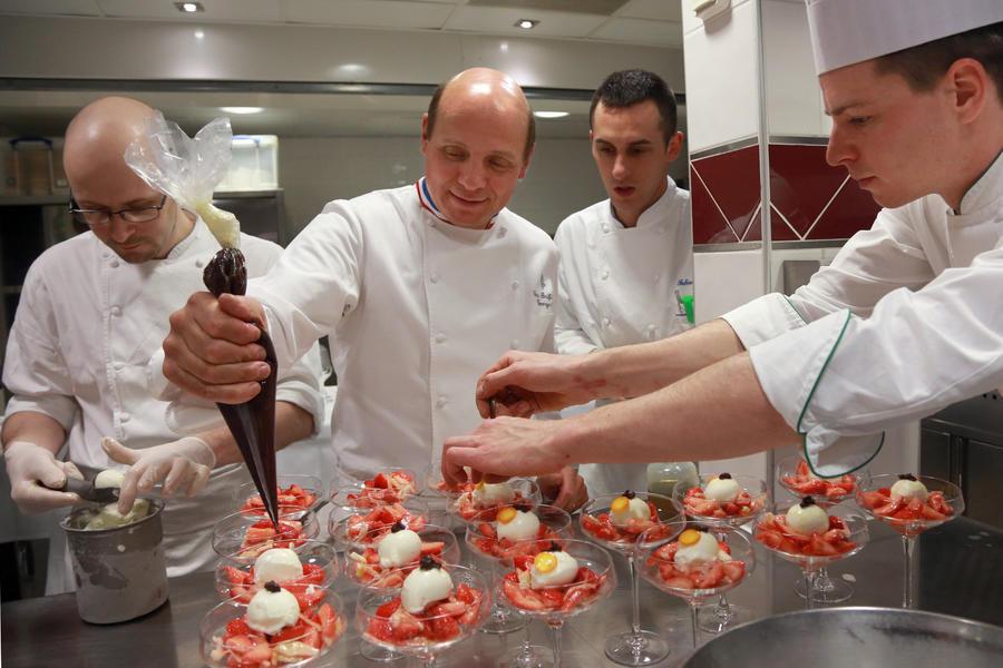 Британская туркомпания за $275 тыс. предлагает отобедать во всех 3-зведочных мишленовских ресторанах мира