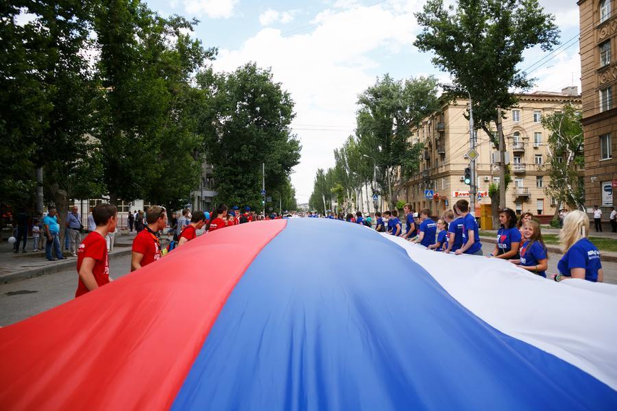 Опрос: Большинство россиян считают, что цель западных санкций — ослабить РФ