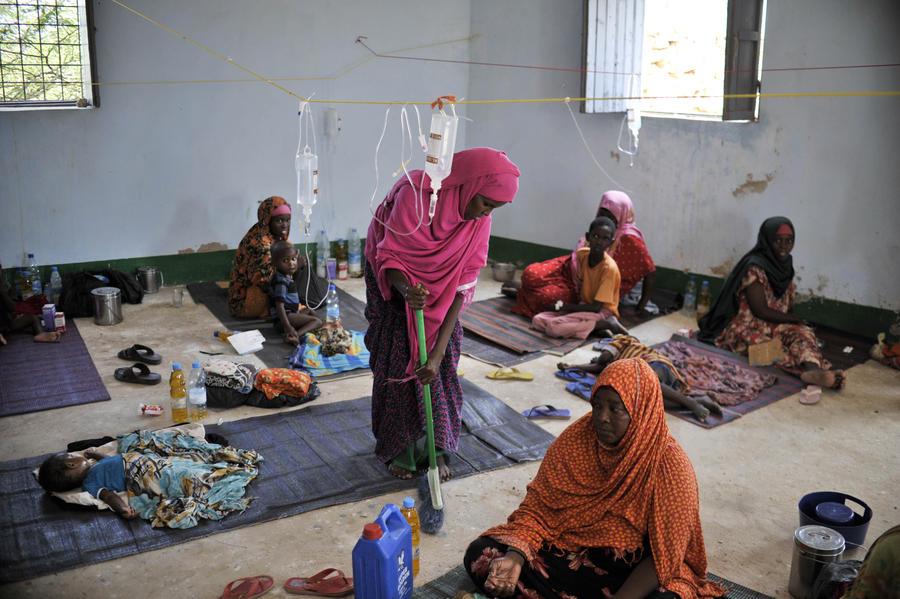 Более 100 человек скончались от неизвестной болезни в Африке