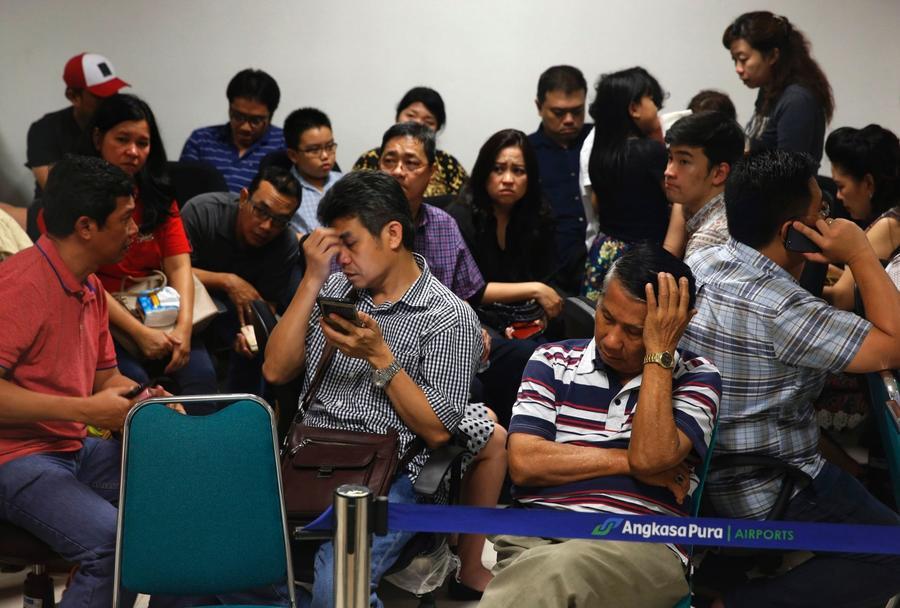 СМИ: Один из пассажиров пропавшего рейса QZ8501 перед вылетом попрощался с другом «навсегда»