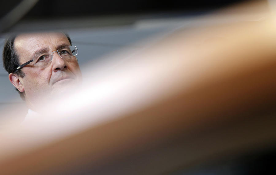 Франсуа Олланд вызвал посла Египта и потребовал отменить режим ЧП