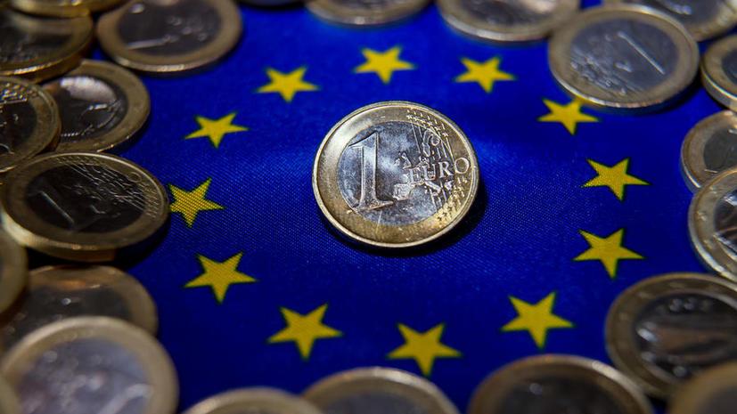 Евро опустился до 9-летнего минимума