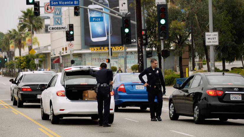 В США полиция открыла стрельбу по автомобилю с пятью детьми