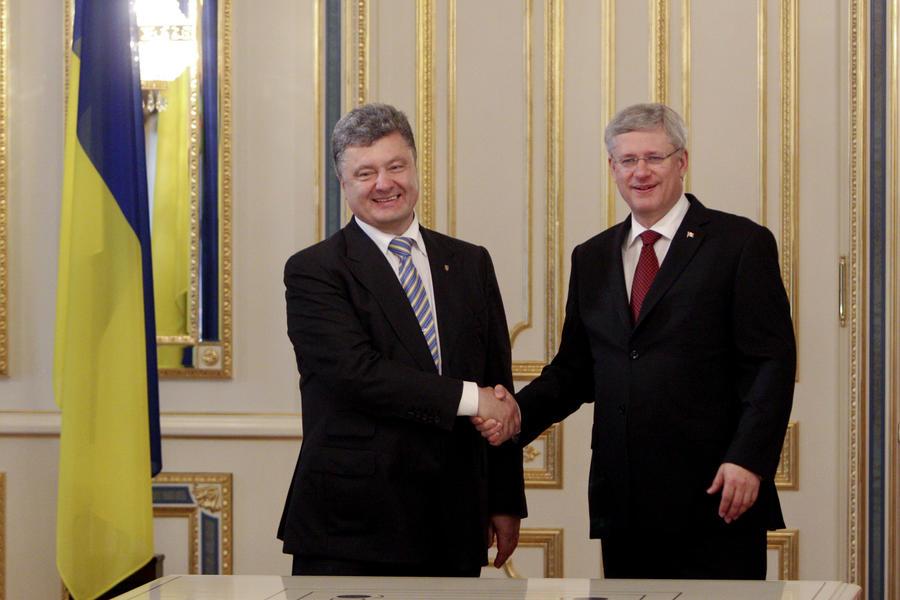 СМИ: Премьер-министр Канады Стивен Харпер должен убраться с Украины