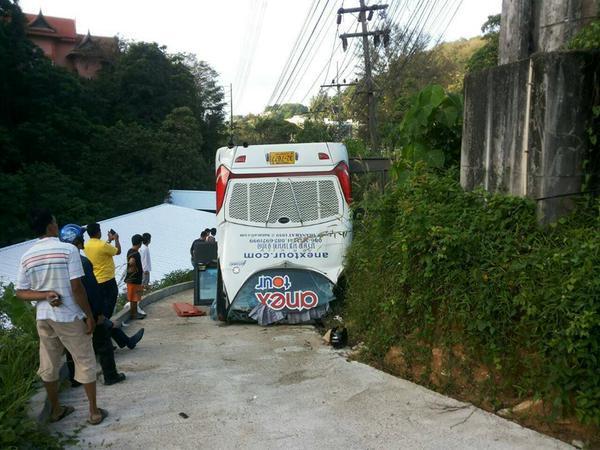 В Таиланде перевернулся автобус с туристами, по меньшей мере 25 россиян пострадали