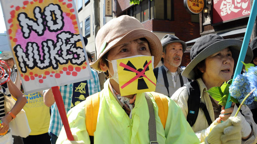 В Токио десятки тысяч людей вышли на митинг против атомных станций