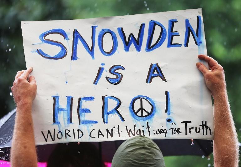 Отец Эдварда Сноудена посоветовал сыну остаться в России