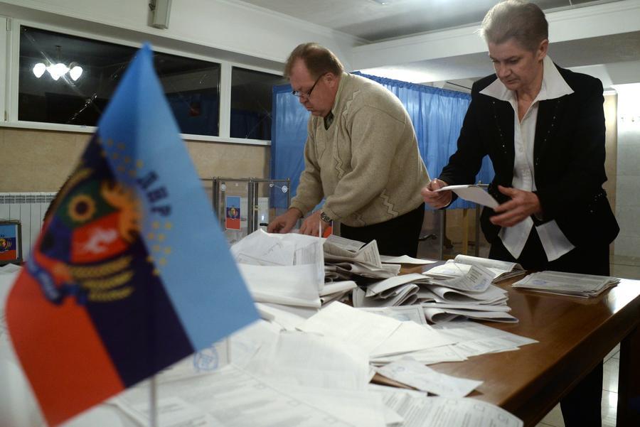 Продолжается подсчёт голосов в Донбассе: в ДНР лидирует Захарченко, в ЛНР – Плотницкий