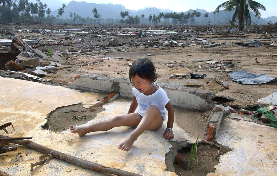 Выжили в цунами: истории спасшихся в самой разрушительной катастрофе XXI века